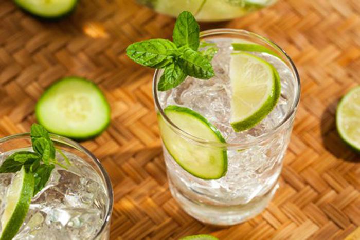 Agua de Limón, Pepino y Menta