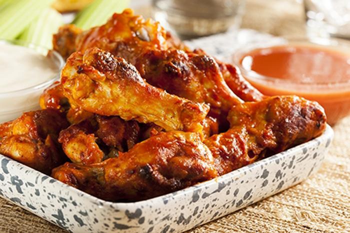 Alitas de Pollo con Salsa Búfalo