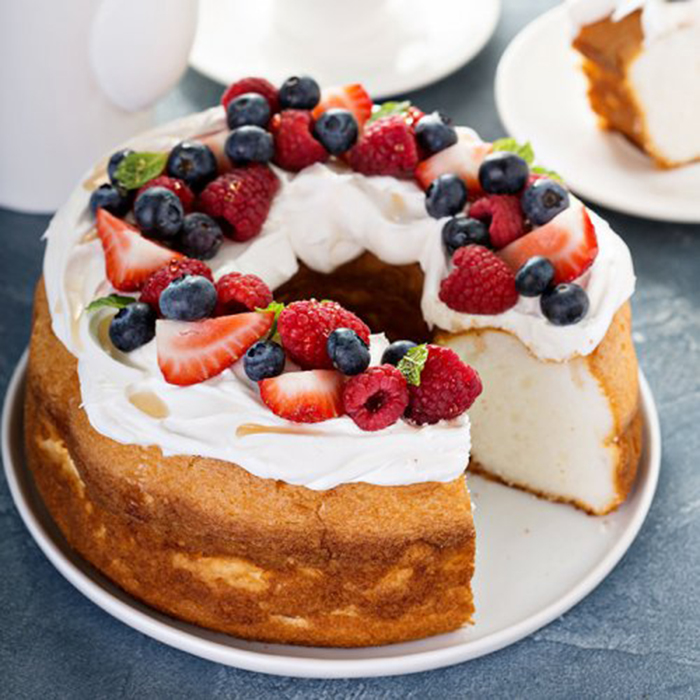 Angel Food Cake con Nata y Frutas