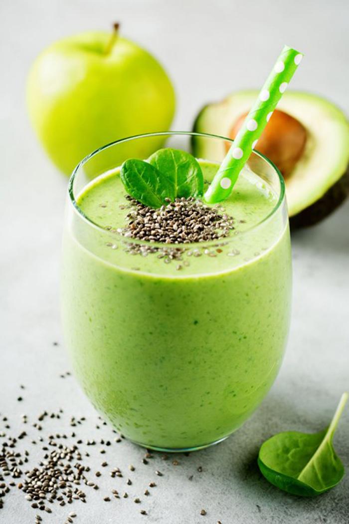 Batido Verde de Espinacas, Aguacate y Manzana