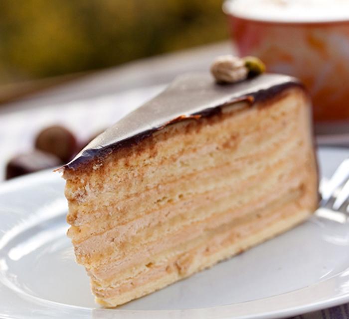 Bizcocho con Crema de Avellanas y Chocolate