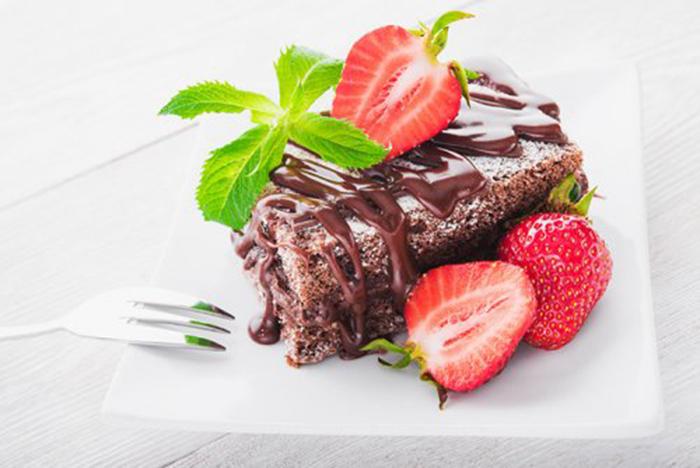 Bizcocho de Chocolate y Fresas