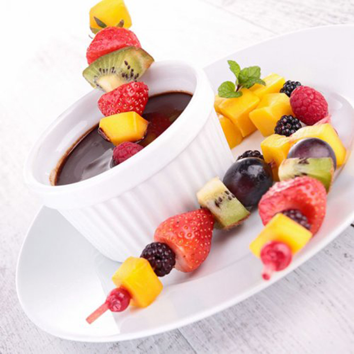 Brocheta de Fruta con Salsa de Chocolate Casera