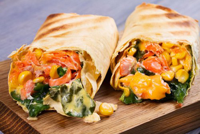Burritos de Salmón, Espinacas y Queso Cheddar