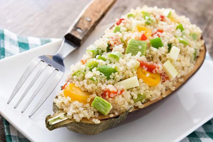 Calabacín Relleno de Quinoa y Verduras