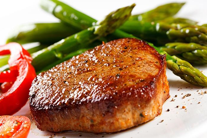 Carne a la Plancha con Espárragos Trigueros
