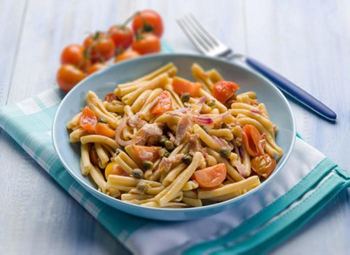 Casarecce con Bacon, Tomate y Alcaparras