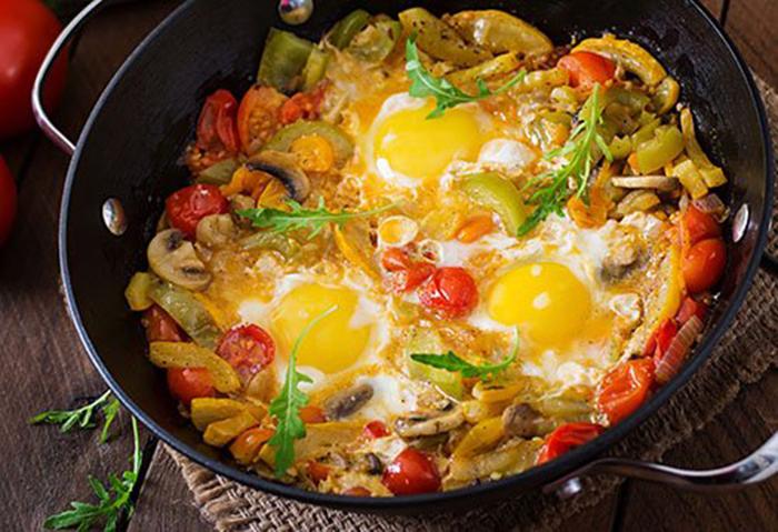 Cazuela de Huevos con Verduras