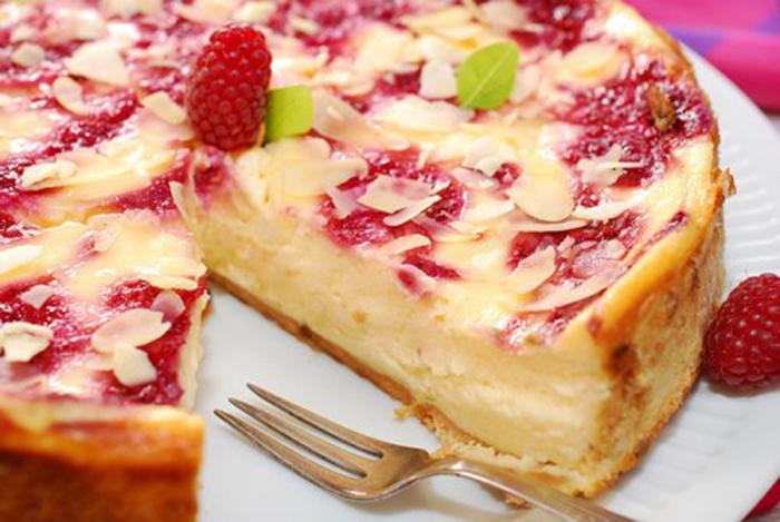 Cheesecake con Frambuesas y Almendras