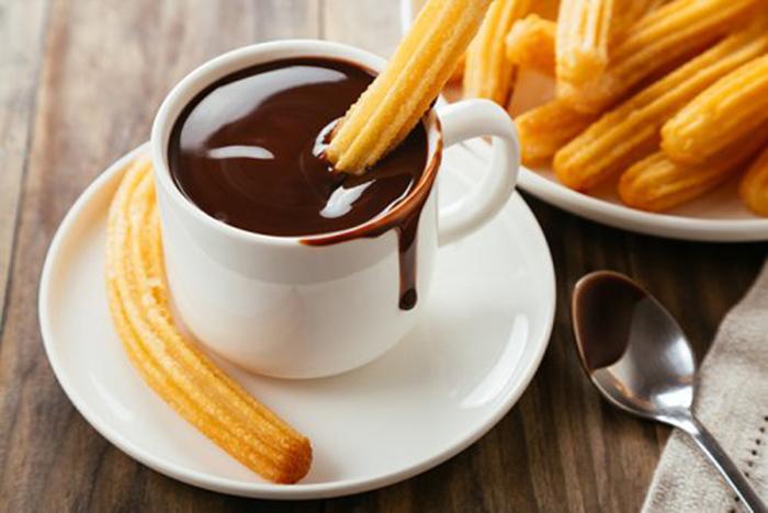 Chocolate a la Taza con Canela y Miel