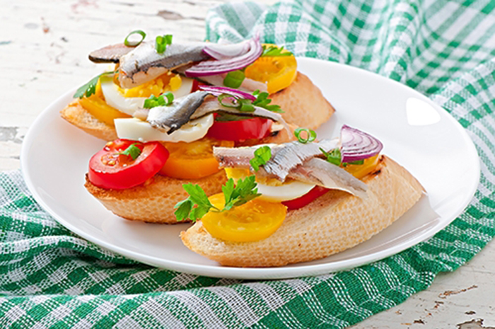Costrini con Anchoas, Tomate y Huevo