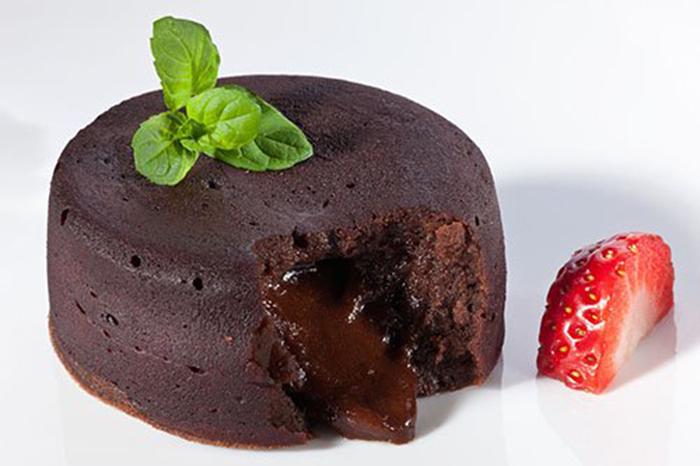 Coulant de Chocolate con Corazón de Fresas y Frambuesas