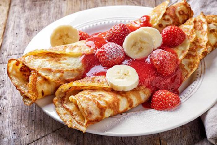Crepes con Plátano y Fresas
