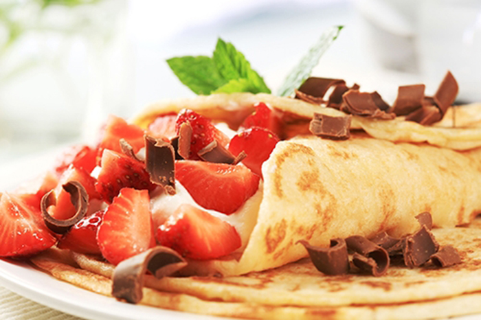Crepes con Requesón, Fresas y Chocolate