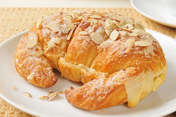 Croissant Relleno con Crema Pastelera