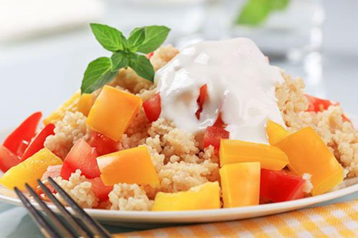 Cuscús con Pimiento y Salsa de Yogur