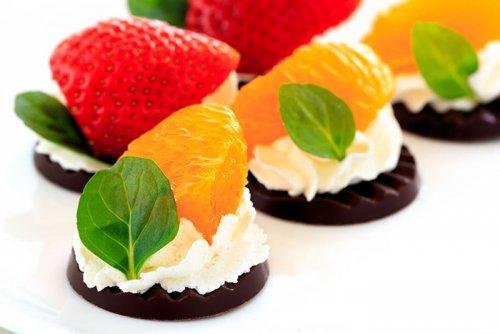 Delicias de Chocolate con Nata y Fruta