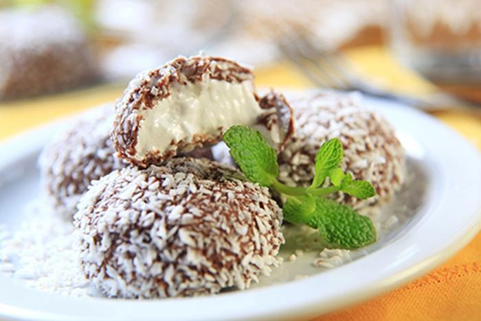 Dulces de Chocolate Rellenos de Crema de Coco