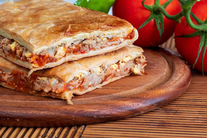 Empanada de Atún y Tomate