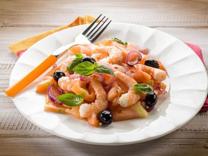 Ensalada de Langostinos, Tomate y Aceitunas