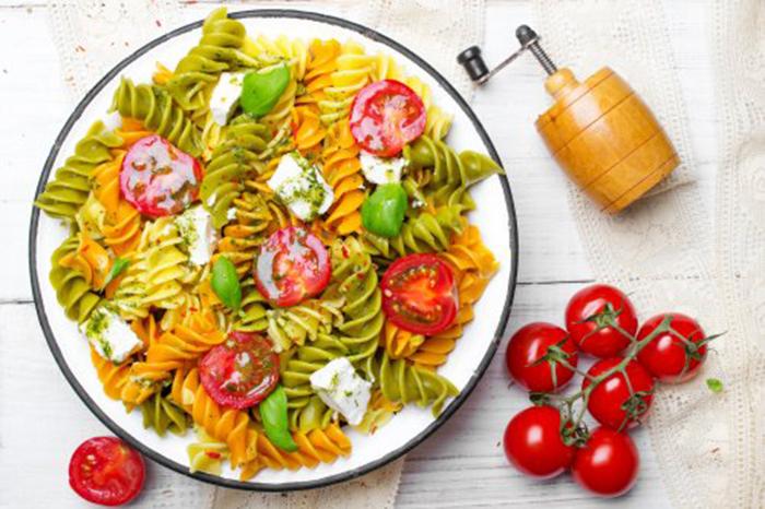 Ensalada de Pasta con Tomates Cherry