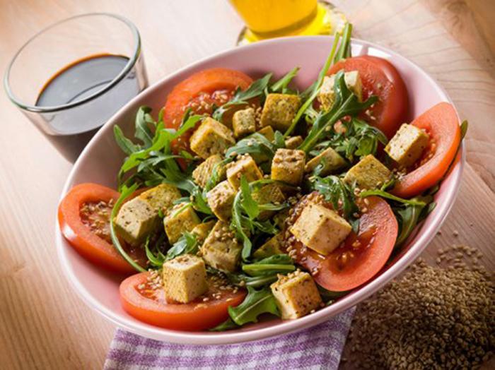 Ensalada de Tofu, Tomate y Rúcula