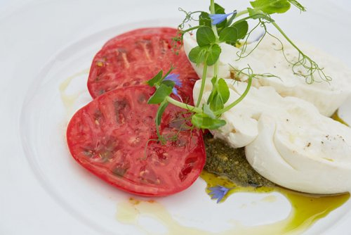 Ensalada de Tomate, Queso y Pesto Casero