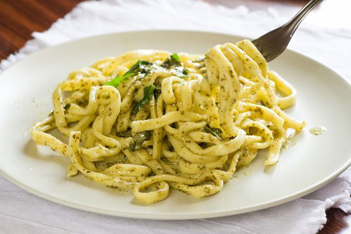 Espaguetis al Pesto muy Jugosos