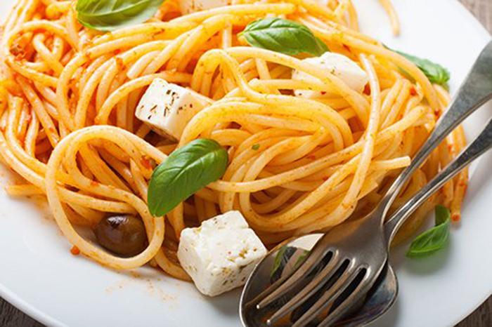 Espaguetis al Pomodoro con Taquitos de Queso