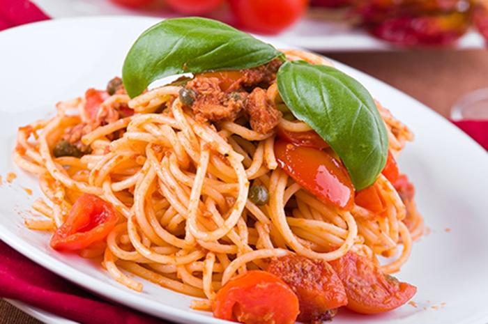 Espaguetis con Atún, Tomate Cherry y Alcaparras