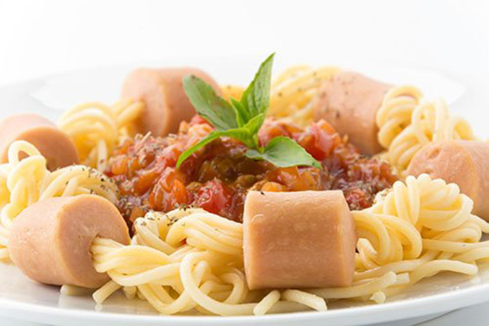 Espaguetis con Boloñesa y Salchichas
