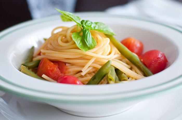 Espaguetis con Judías Verdes y Tomate