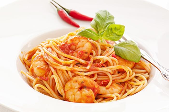 Espaguetis con Langostinos y Salsa Diablo