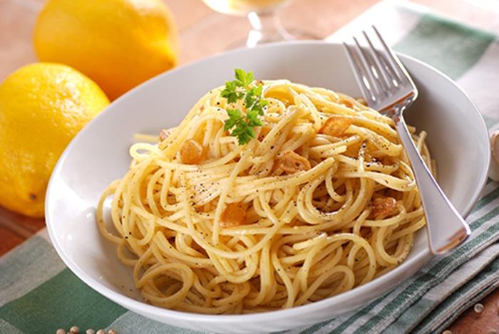 Espaguetis con Limón, Ajo y Pimienta