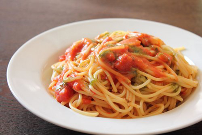 Espaguetis con Verduras y Albahaca