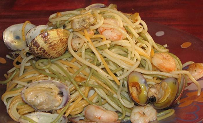 Espaguetis Picantes con Almejas.