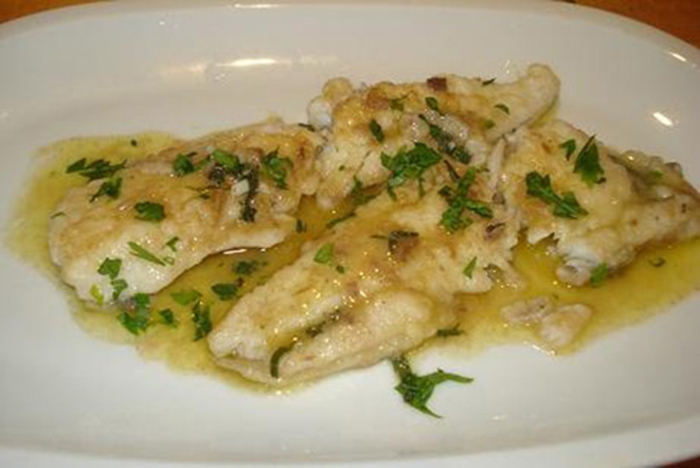 Filete de gallo en salsa de anchoas (Pesce San Pietro alle acciughe)
