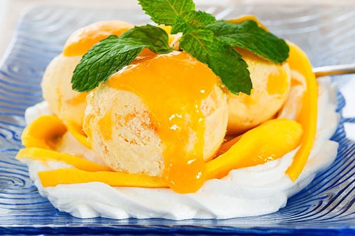 Helado con Mango y Nata Montada