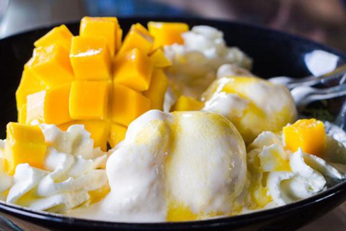 Helado de Vainilla Cremoso con Mango
