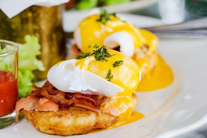 Huevos Benedict con Bacon