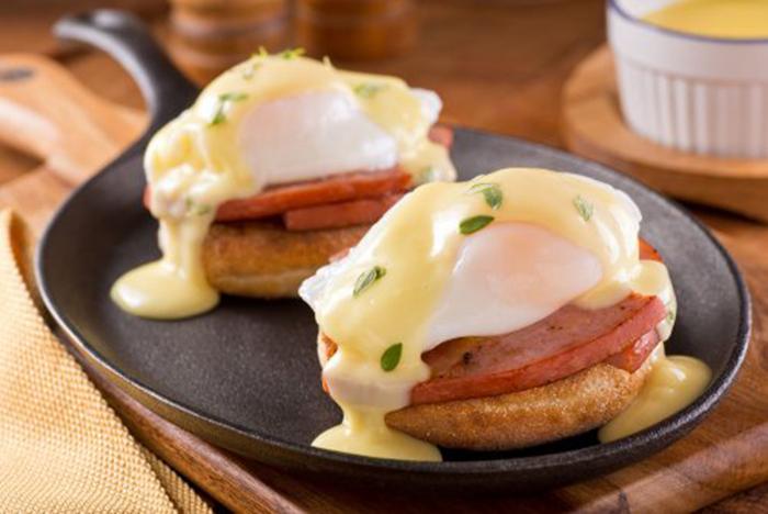Huevos Benedictinos con Salsa Holandesa
