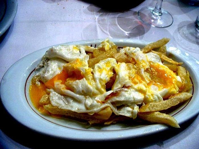 Huevos con Patatas al Estilo Lucio