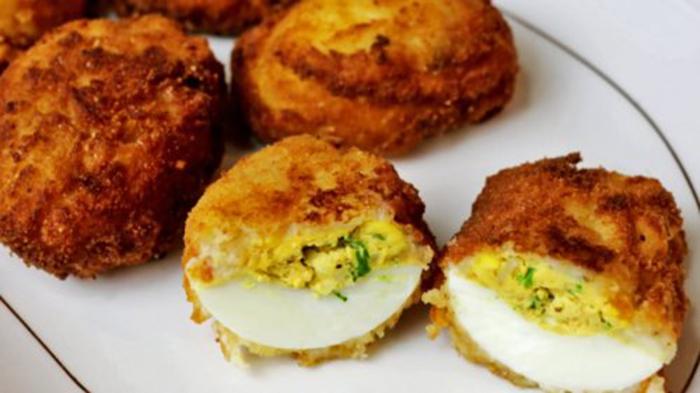 Huevos Empanados con Bechamel