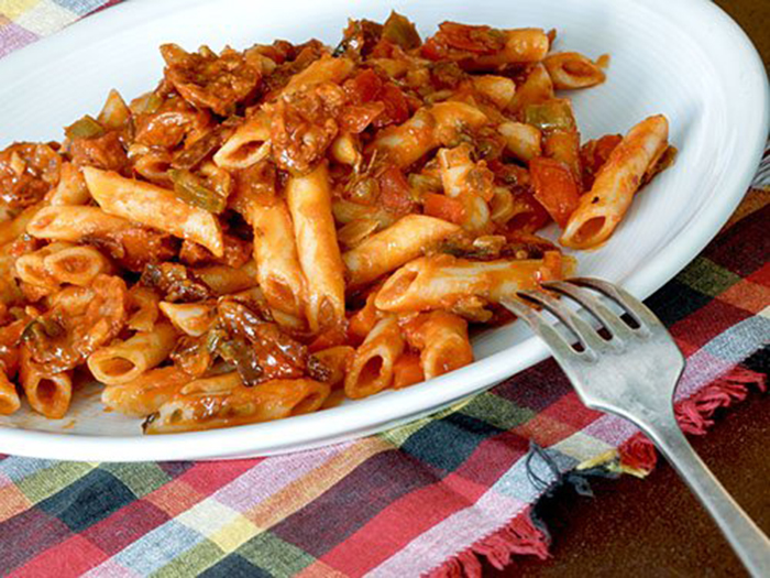 Macarrones con Tomate y Salchichas
