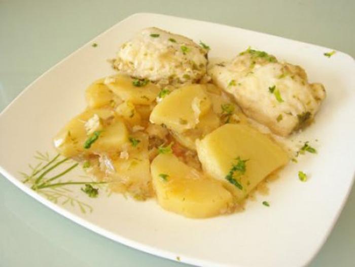 Merluza con Patatas en Salsa Verde.