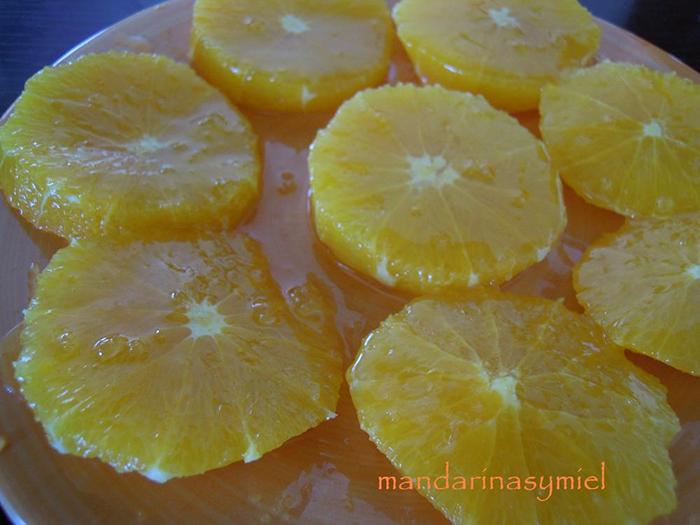 Naranjas con miel y canela.