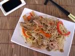 Noodles con Verduras Condimentados con Sambal Oelek.