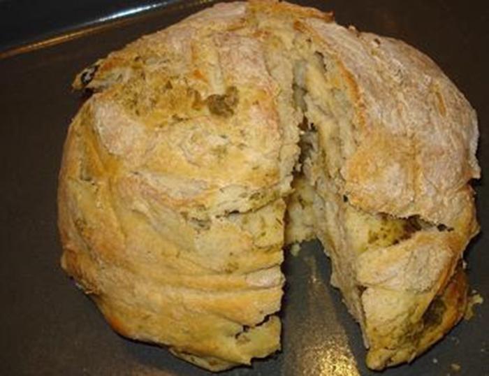 Pan con ajo y aceitunas (Italia)