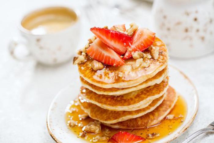 Pancakes con Nueces y Fresas