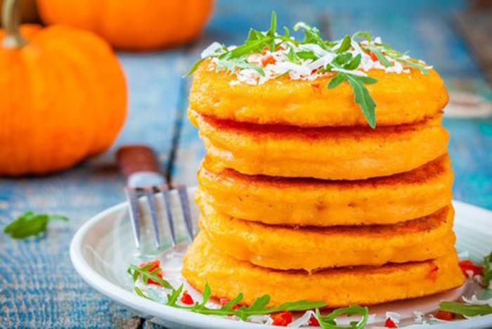 Pancakes de Calabaza con Parmesano y Rúcula